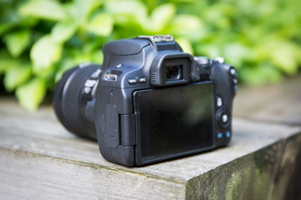Фотоаппарат Canon EOS 200D: качественная зеркальная камера