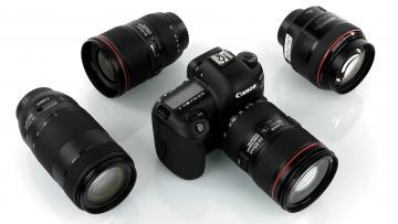зеркальный фотоаппарат с объективами