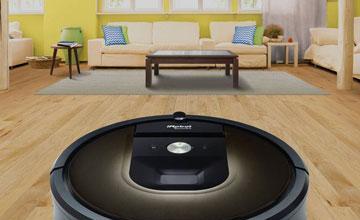 Робот пылесос в комнате
